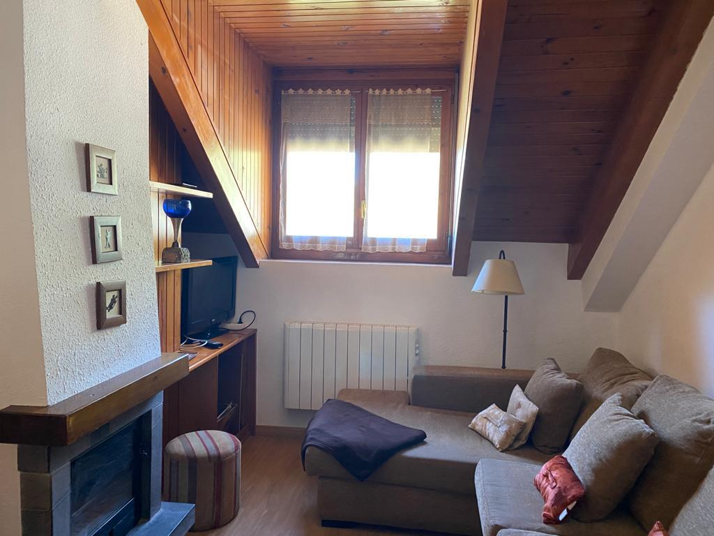Buhardilla -                                       Benasque -                                       2 dormitorios -                                       6 ocupantes